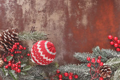 背景圣诞节老纸袋装的葡萄酒 免版税图库摄影