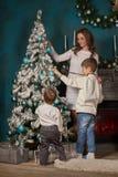 背景圣诞节系列愉快的超出结构树白色 免版税库存图片
