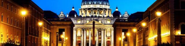 背景大教堂bernini城市喷泉彼得・罗马s方形st梵蒂冈 有启发性圣彼得大教堂 免版税图库摄影