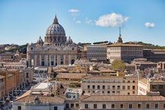 背景大教堂bernini城市喷泉彼得・罗马s方形st梵蒂冈 大教堂彼得s st 罗马和圣皮特圣徒・彼得` s全景大教堂,意大利 库存图片