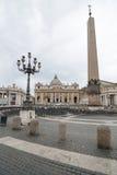 背景大教堂bernini城市喷泉彼得・罗马s方形st梵蒂冈 免版税库存图片