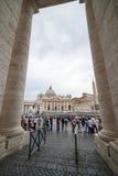 背景大教堂bernini城市喷泉彼得・罗马s方形st梵蒂冈 免版税图库摄影