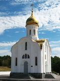 背景天空的教会 免版税库存图片