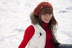 背景女孩俏丽的微笑的冬天 免版税库存照片