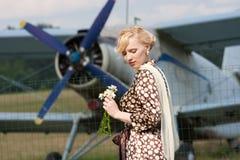 背景女孩飞机减速火箭的样式 库存照片