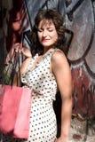 背景女孩购物射击工作室白色 免版税图库摄影