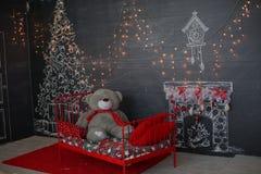 背景对光检查圣诞节构成黑暗的夜间新的s玩具年 抽象背景构成守护程序黑暗的数字式幻想妖怪绘画正方形主题拖钓 免版税库存照片