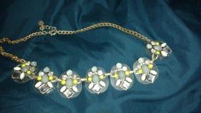 背景小珠上色了服装查出的珠宝多白色 库存照片
