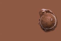 背景巧克力关闭奶油冰查出白色 免版税库存图片