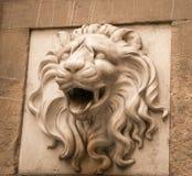 背景庭院题头狮子照片雕象 免版税库存照片