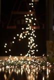 背景弄脏了在地板上的圣诞灯画象的 图库摄影
