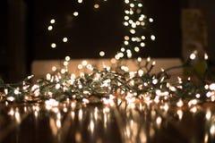 背景弄脏了在地板上的圣诞灯画象的 免版税图库摄影