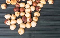 背景影像关闭的健康食品榛子 在顶视图的胡说的纹理 图库摄影