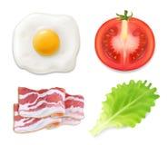 背景怂恿煎蛋卷加扰的白色 煎蛋卷的例证用烟肉 英式早餐、蛋蕃茄烟肉和沙拉象 免版税库存图片