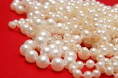 背景成串珠状红色白色 免版税库存图片
