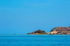 22 2009年背景执行印度尼西亚海岛7月komodo蜥蜴监控程序摄影师照片别动队员安全性棍子 免版税库存照片
