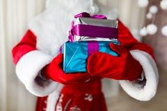 背景把礼品装箱查出白色 免版税图库摄影