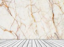 背景抽象大理石墙壁和木头平板在透视纹理背景中安排了 免版税库存图片