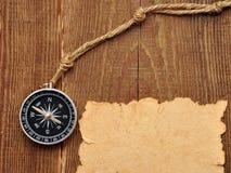 背景指南针老纸绳索木头 库存图片