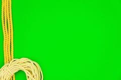 背景按特写镜头概念黑暗的针缝合针线二木 黄色字符串 图库摄影