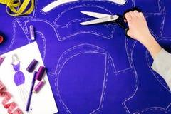 背景按特写镜头概念黑暗的针缝合针线二木 裁缝 库存照片