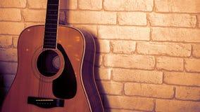 背景接近的吉他查出白色 免版税图库摄影