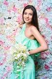 背景新娘花卉新郎装饰品纵向婚礼 免版税库存图片
