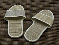 背景旅馆藤条空间拖鞋 图库摄影