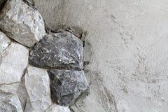 背景是可能向纹理使用的墙壁扔石头 库存照片
