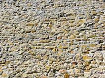 背景是可能向纹理使用的墙壁扔石头 库存图片