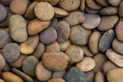背景有启发性岩石向星期日扔石头 库存图片