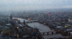 背景本大日多雨的伦敦 库存照片