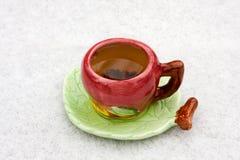 背景杯子多雪的茶 免版税库存照片