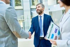 背景查出的企业信号交换成为白色的伙伴 免版税库存照片