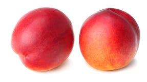 背景查出的油桃白色 健康的食物 免版税库存照片