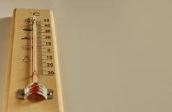 背景查出的温度计空白木 库存照片