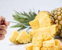 背景查出的菠萝被切的白色 免版税库存照片
