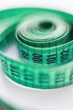 背景查出的评定的裁缝磁带白色 免版税库存照片