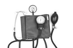 背景查出的医学对象听诊器白色 与听诊器的血压 库存图片