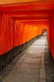 背景桔子torii 免版税库存图片