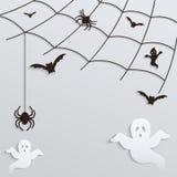 背景棒万圣节月光附注 与飞行鬼魂和棒的蜘蛛网 库存照片