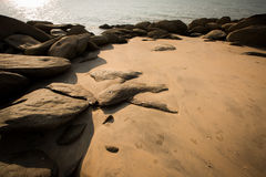 背景棕色理想的无缝的石纹理 图库摄影