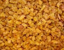 背景棕色颜色食物葡萄干甜鲜美 黄色苏丹娜 金黄干无核的葡萄 免版税库存照片