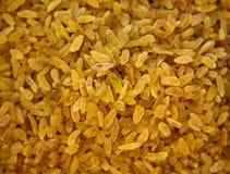 背景棕色颜色食物葡萄干甜鲜美 黄色苏丹娜 金黄干无核的葡萄 库存图片