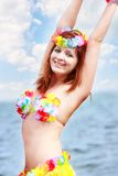 背景比基尼泳装明亮的女孩海运 免版税图库摄影