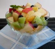 背景水果沙拉白色 免版税库存图片