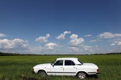 背景汽车庄稼容易地包括路径导航白色 免版税库存图片
