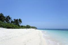 背景海滩荒岛 免版税库存照片