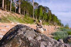 背景海滩蓝天石头 免版税图库摄影