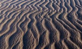 背景海滩视图的关闭沙子 免版税库存照片
